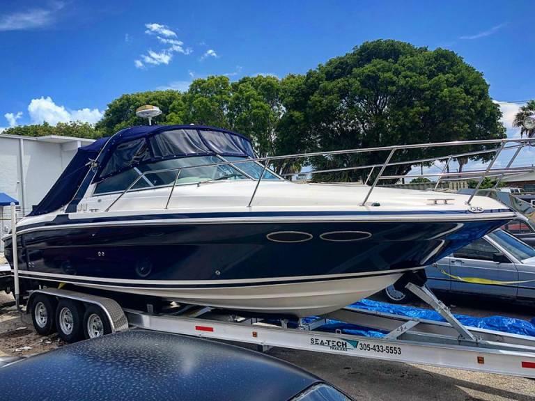Boat Wrap – 30' SeaRay in Avery Dennison Midnight Metallic Blue